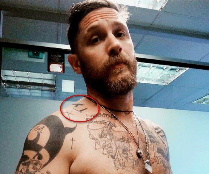татуировка летящих птиц у томаса харди