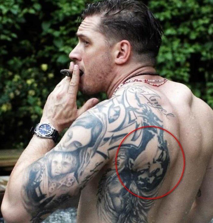 татуировка головы питбуля у тома харди