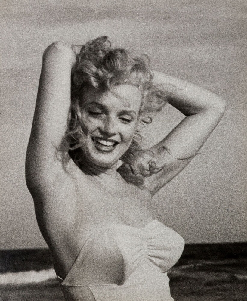 marilyn monroe research Marilyn monroe at wil wright's ice cream parlor photo by andre de dienes, 1953 marilyn monroe arriving by helicopter to a party held in her honor, hosted by orchestra leader ray anthony in august.