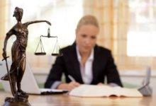 женщина-адвокат