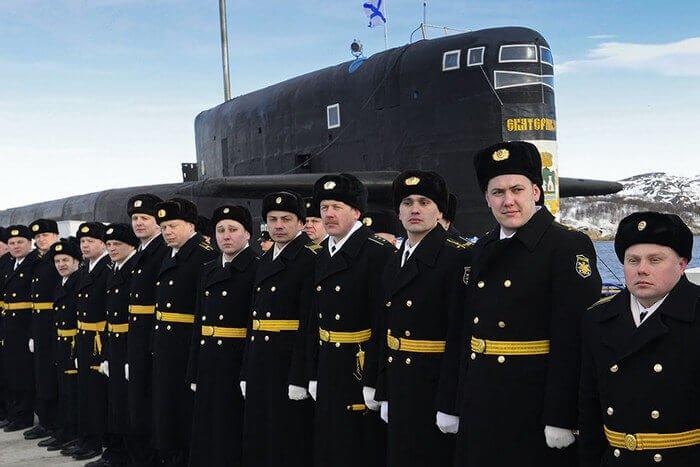 моряки около подводной лодки