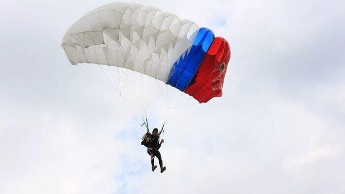 российский парашютист