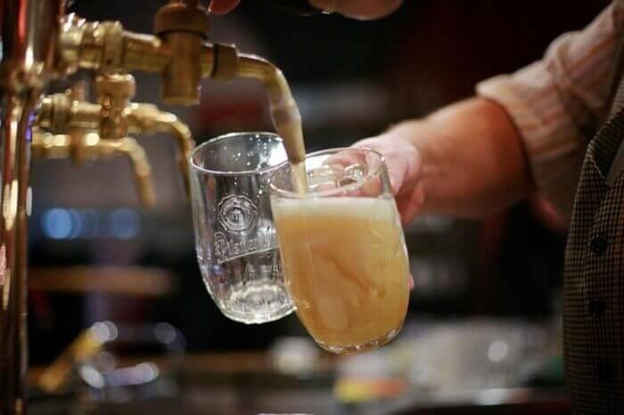 розлив пива