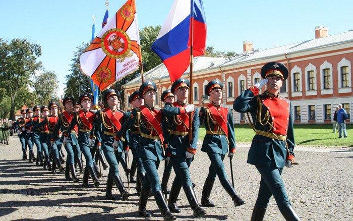 Парад российской гвардии в Петропавловской крепости