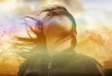 девочка ветер развивает волосы