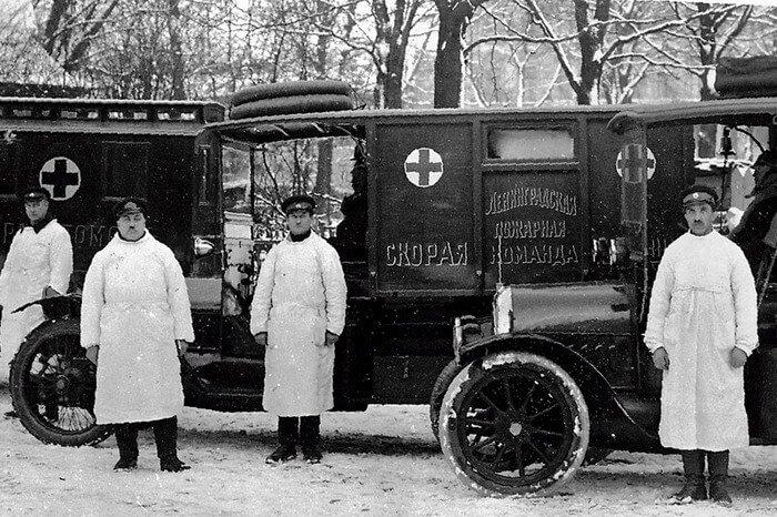 кареты скорой помощи прошлого века