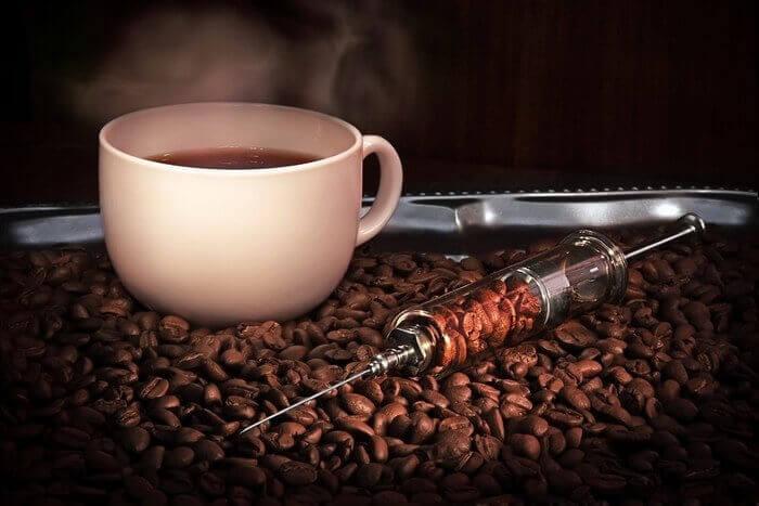 вред кофеина - вызывает зависимость
